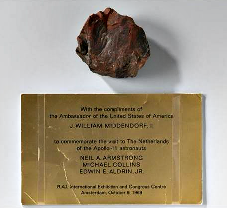 Moon Rock Found To Be Petrified Wood, NASA Tries To Clean Up Its Lies 4