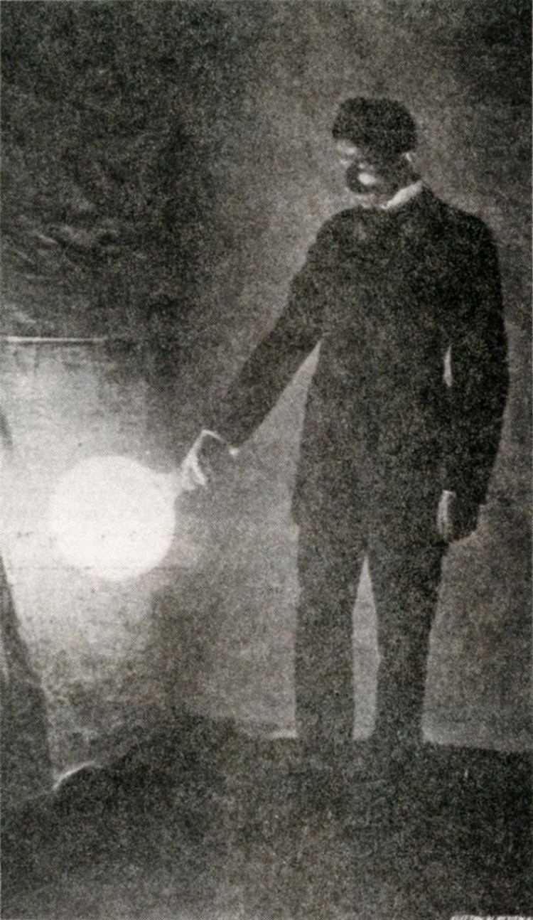 25 Unique and fascinating images of Nikola Tesla 4