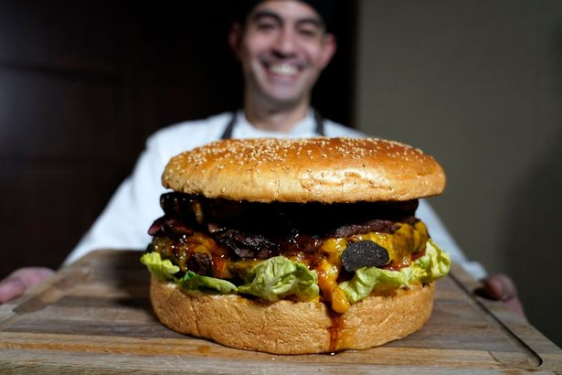 World's most expensive burger with gold-dusted bun will set you back £700 10
