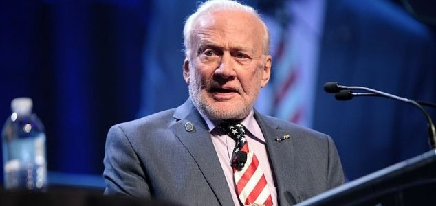 Buzz Aldrin calls for mass migration to Mars 10