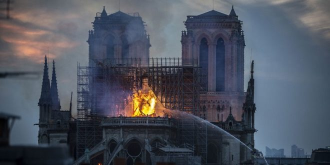 Image of Jesus Seen in Flames Engulfing Notre Dame Cathedral 30