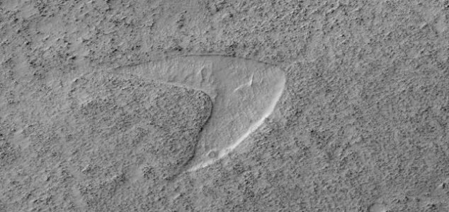 Martian sand dune looks like Starfleet logo 1