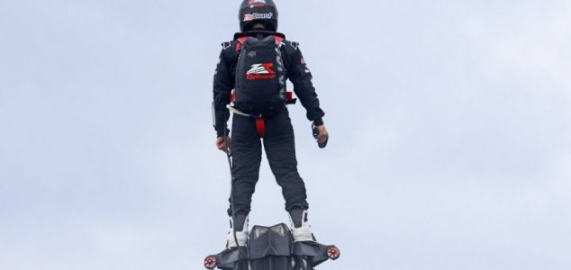 Can a hoverboard cross the English Channel ? 1