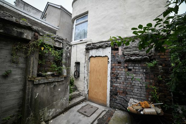 House abandoned by its owners because they hear screaming from the basement 100