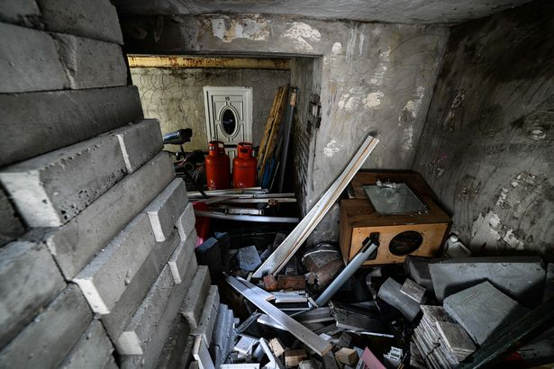 House abandoned by its owners because they hear screaming from the basement 103