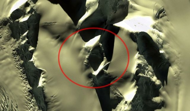 Researcher Discovers Giant 'Alien Face' in Antarctica 26