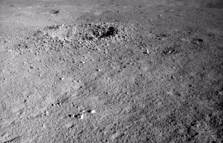 The Chinese lunar rover finds a strange substance in the moon's hidden face 3