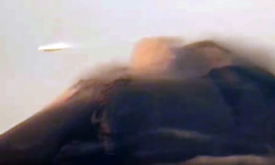 UFO seen grazing past Popocatepetl volcano in Mexico 100