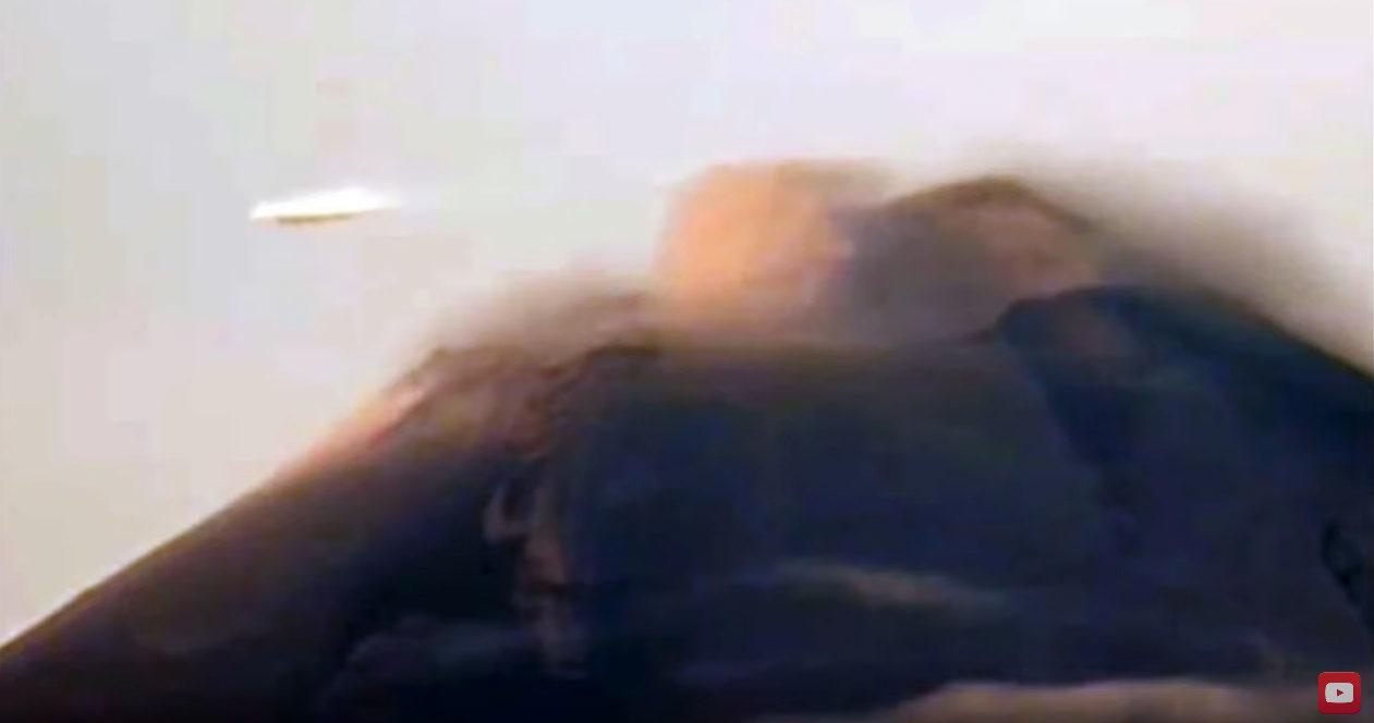 UFO seen grazing past Popocatepetl volcano in Mexico 24