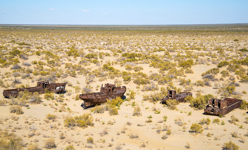 Sands and ships on the site of the Aral Sea