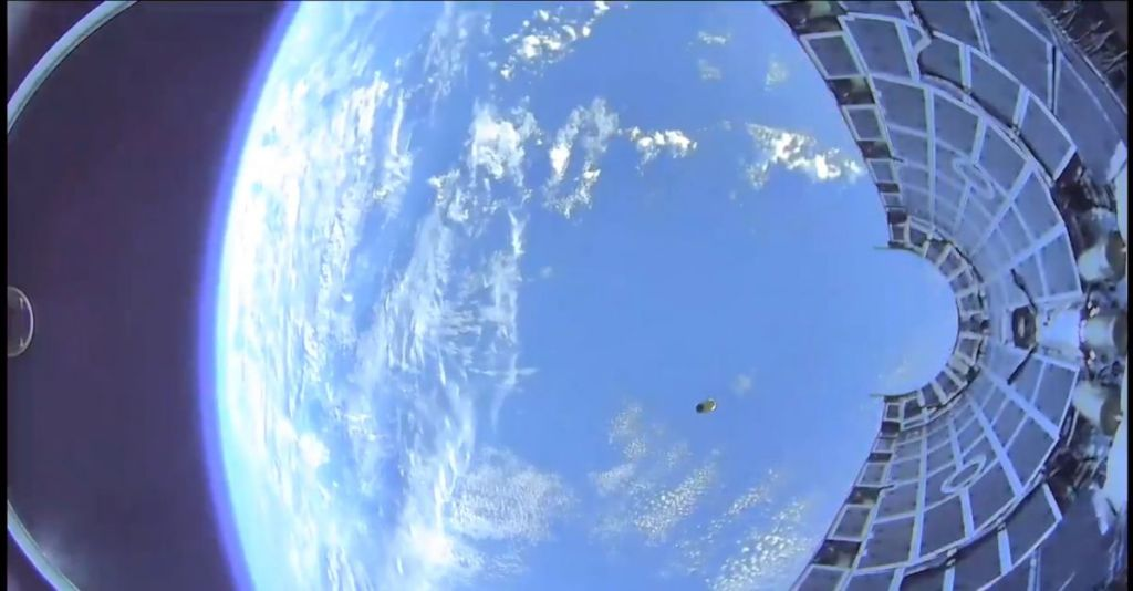 Whoa! Incredible Video Shows a SpaceX Rocket Fairing Plunging into the Ocean 4