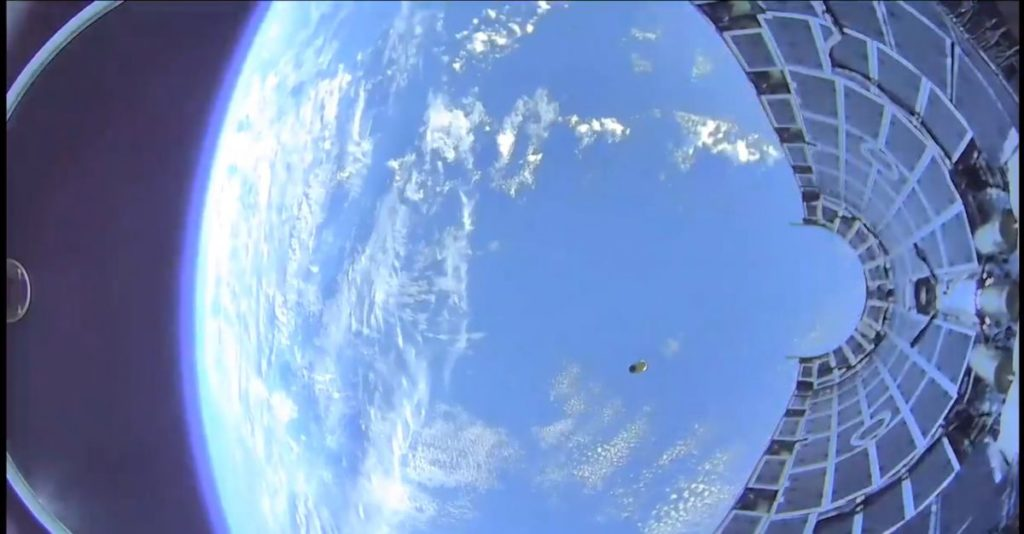 Whoa! Incredible Video Shows a SpaceX Rocket Fairing Plunging into the Ocean 3