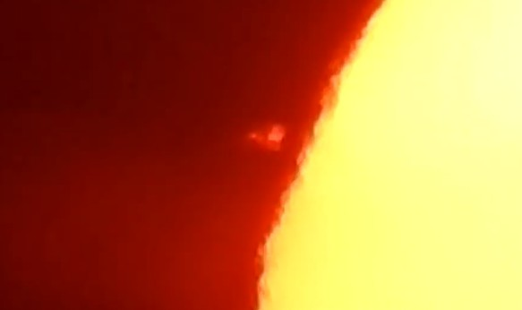 Researcher records two huge UFOs near the Sun 12