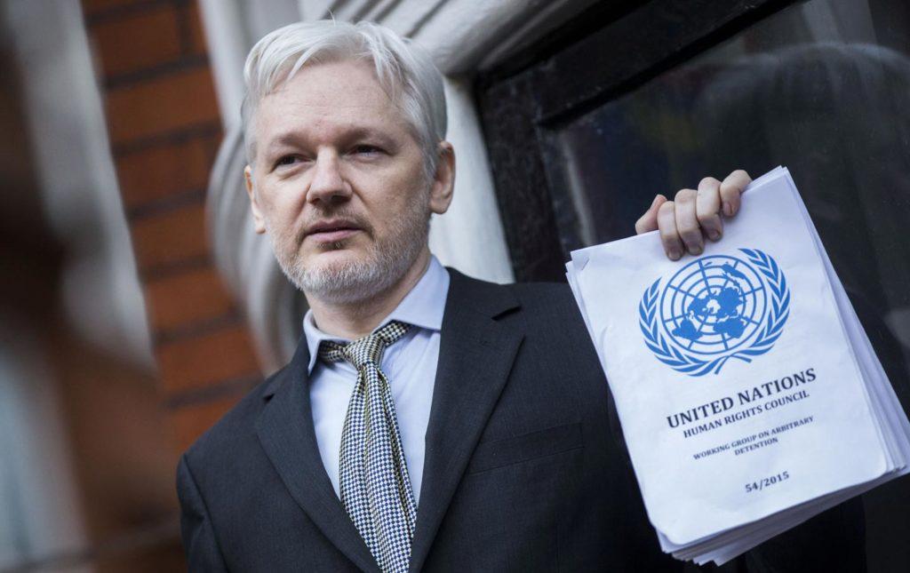 Julian Assange, a life that slowly fades (Video) 92
