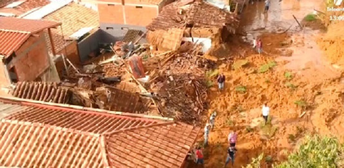 Miracle in Colombia - A saint statue rescues city dwellers from landslide 22