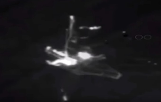 Apollo 17 photographed an Alien Spaceship in space. NASA images confirm this! 10