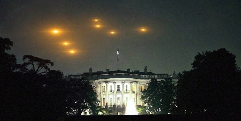 UFO flies to the White House and the Capitol. NORAD announces potential violation of airspace 95