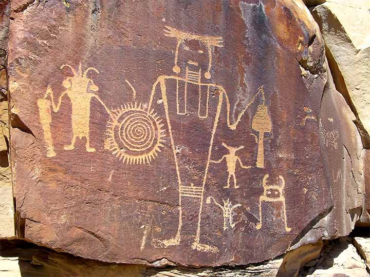 The Hopi legend of the 'flying shields' 100