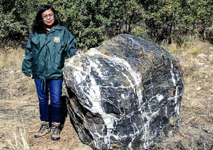 A huge stone mysteriously disappears and returns to its place 10