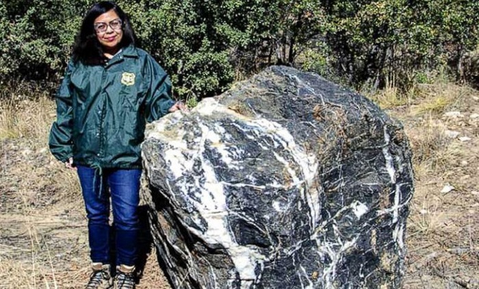 A huge stone mysteriously disappears and returns to its place 7