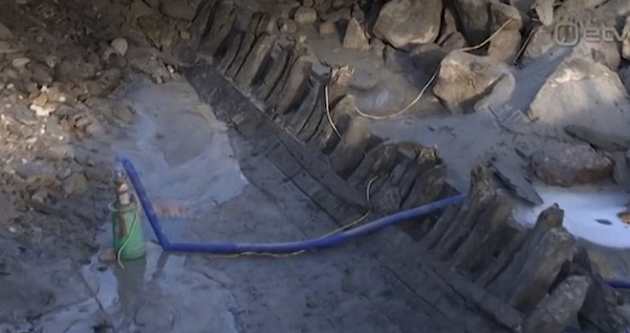 They excavate a medieval ship that houses a cannery from the 60's 92