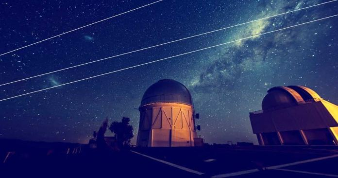 Astronomers complain that SpaceX satellites are blocking view of stars