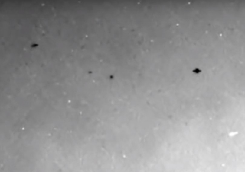 Mars, Rover Curiosity photographs UFOs in the skies of the Red Planet! 11
