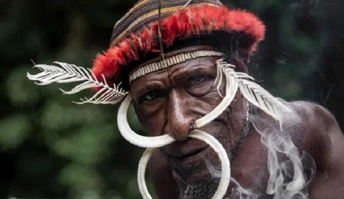 The Dani cannibal tribe and their smoky dead ancestors 24