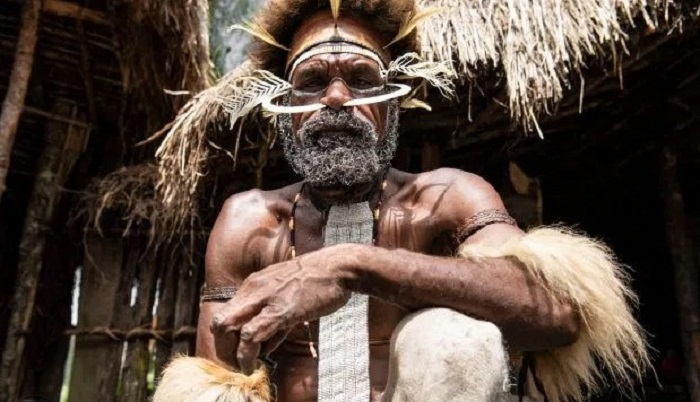 The Dani cannibal tribe and their smoky dead ancestors 25