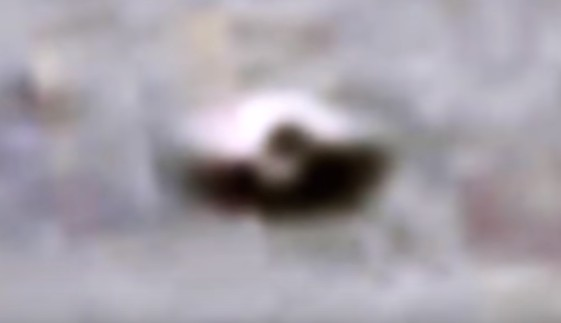 A UFO is photographed in the Mars Gale Crater by the Rover Curiosity 17