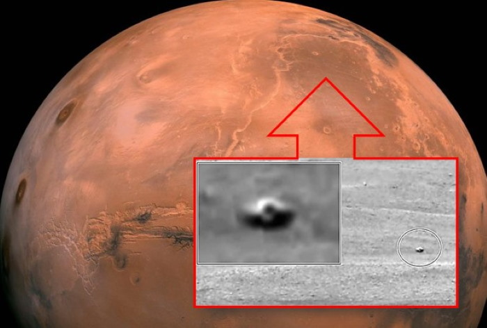 A UFO is photographed in the Mars Gale Crater by the Rover Curiosity 13