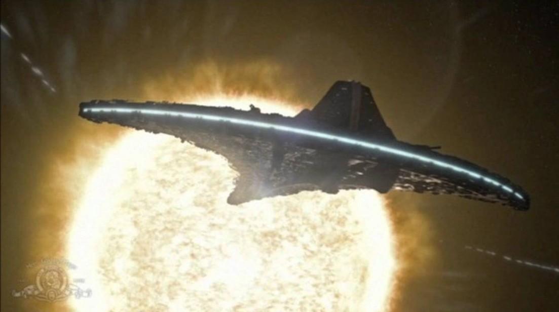 Sky watcher records a fleet of huge UFOs around the Sun 10
