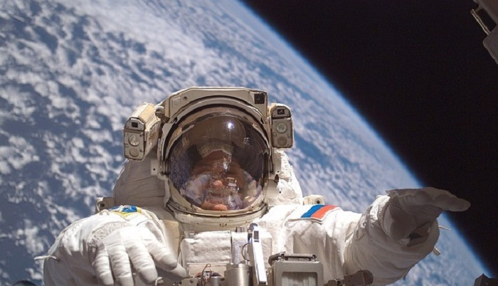 Astronauts talk about strange sensations in space, sounds and UFOs 94