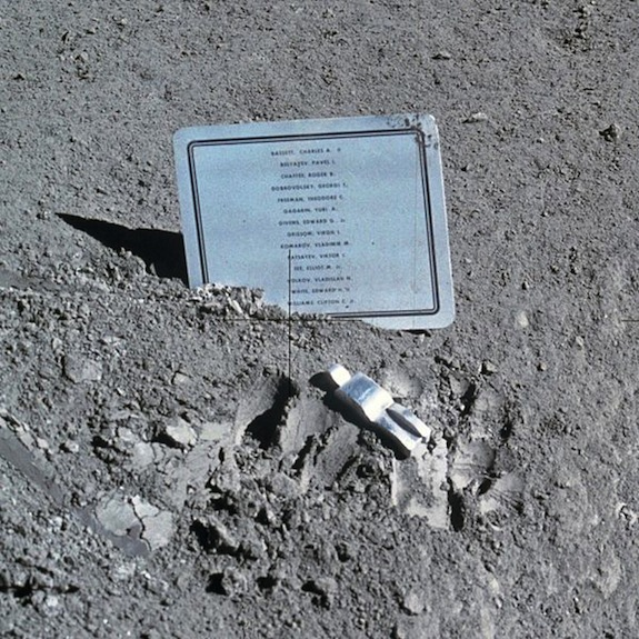 """Eugene Shoemaker: The Only Human Being """"Buried"""" on the Moon 6"""