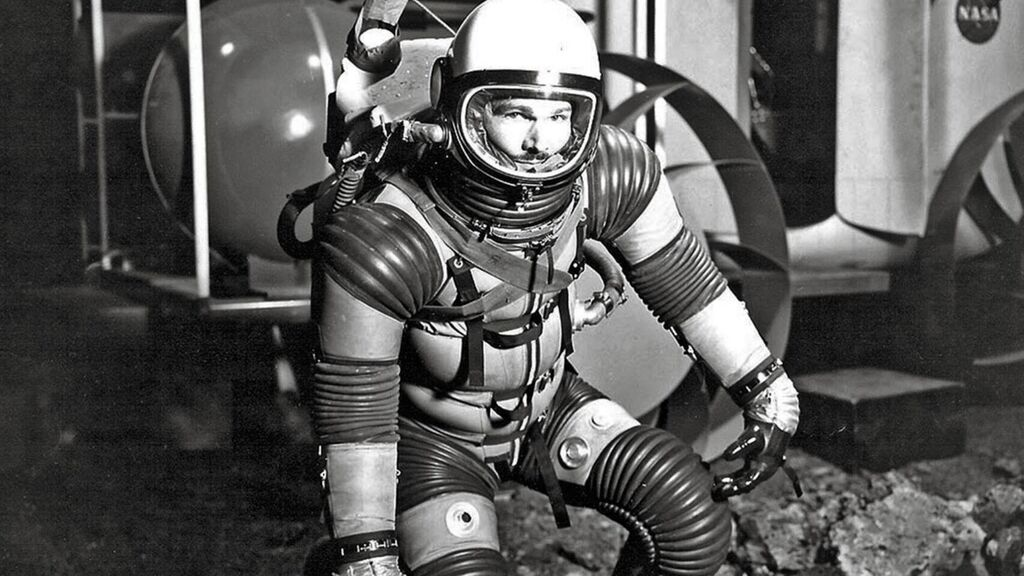 """Eugene Shoemaker: The Only Human Being """"Buried"""" on the Moon 5"""