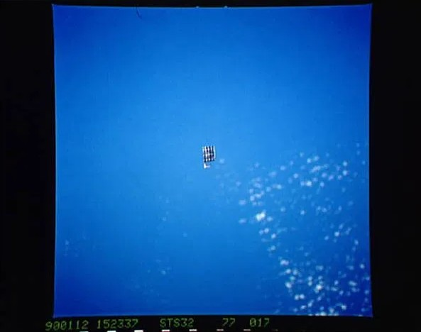"""NASA admits that """"Mysterious Objects"""" photographed in space are """"unknown"""" 10"""