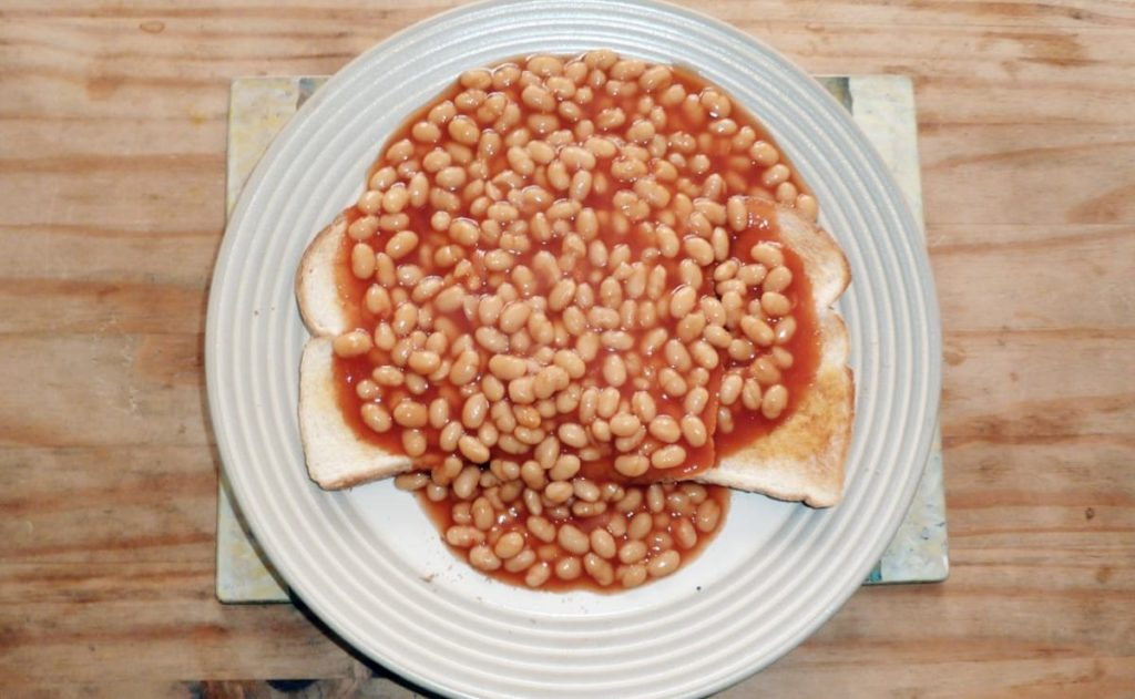 Worst Christmas dinners of year – with some eating garlic bread and baked beans 1
