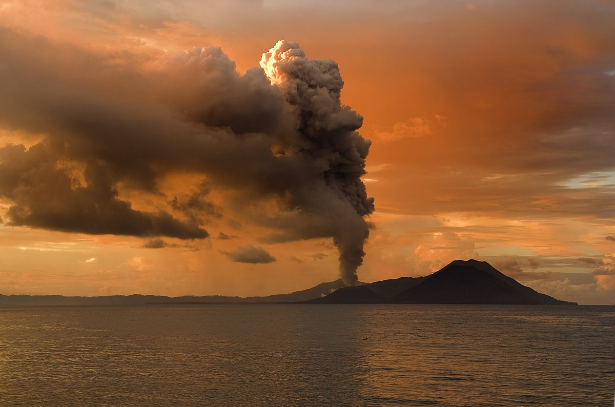 Volcanic eruptions, along with other factors, could cause a couple of severe cooling, during one of which the Roman Empire collapsed.  Traces of them were found on a distant Maldivian atoll / © Wikimedia Commons