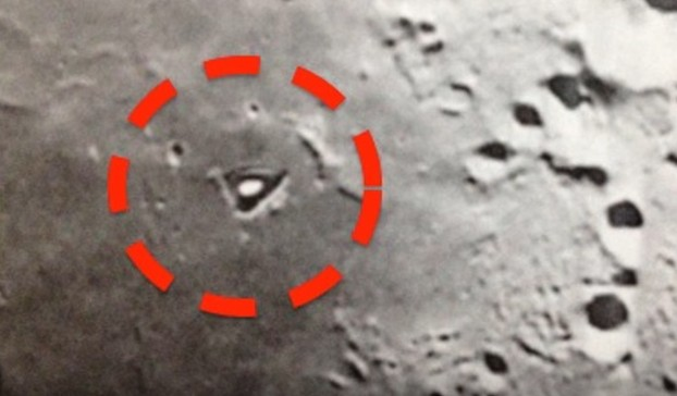 """The LRO space probe photographs a """"mysterious structure"""" on the moon 98"""