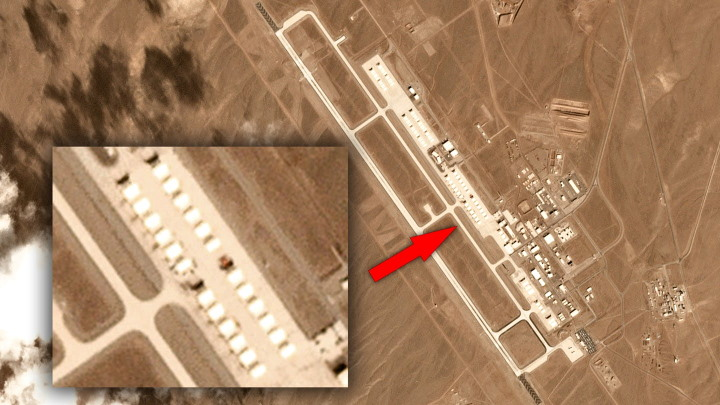 "AREA 51, ""mysterious objects"" suddenly appear from the hangars of the Tonopah Test Range airport 28"