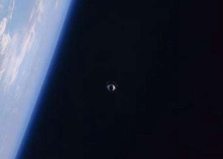 """The Space Shuttle """"Atlantis"""" photographed a UFO in space! 12"""