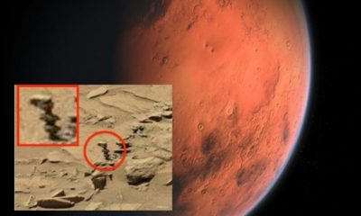 """Rover Curiosity photographs an """"Alien Statue"""" on the red planet 94"""