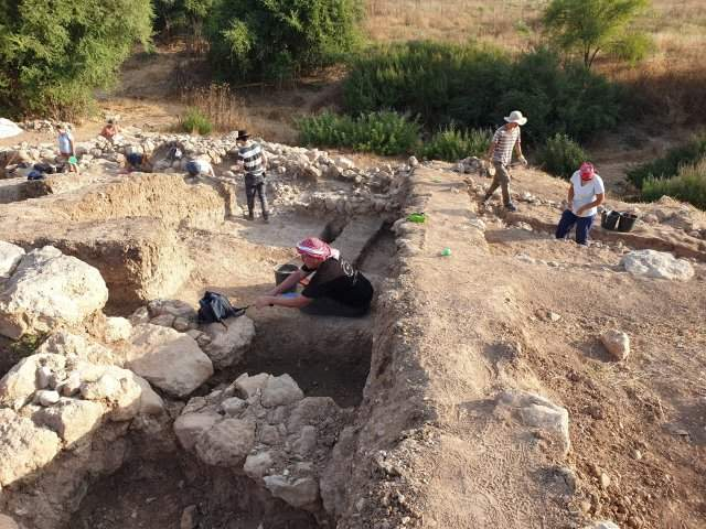 The biblical hometown of Goliath discovered in Israel, and the ruins are gigantic 14