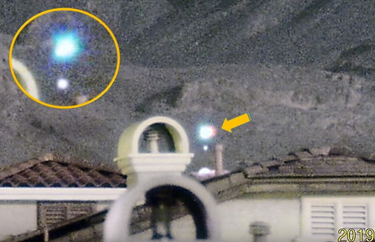 Spectacular UFO sighting is recorded on Las Vegas' Little Red Rock 11