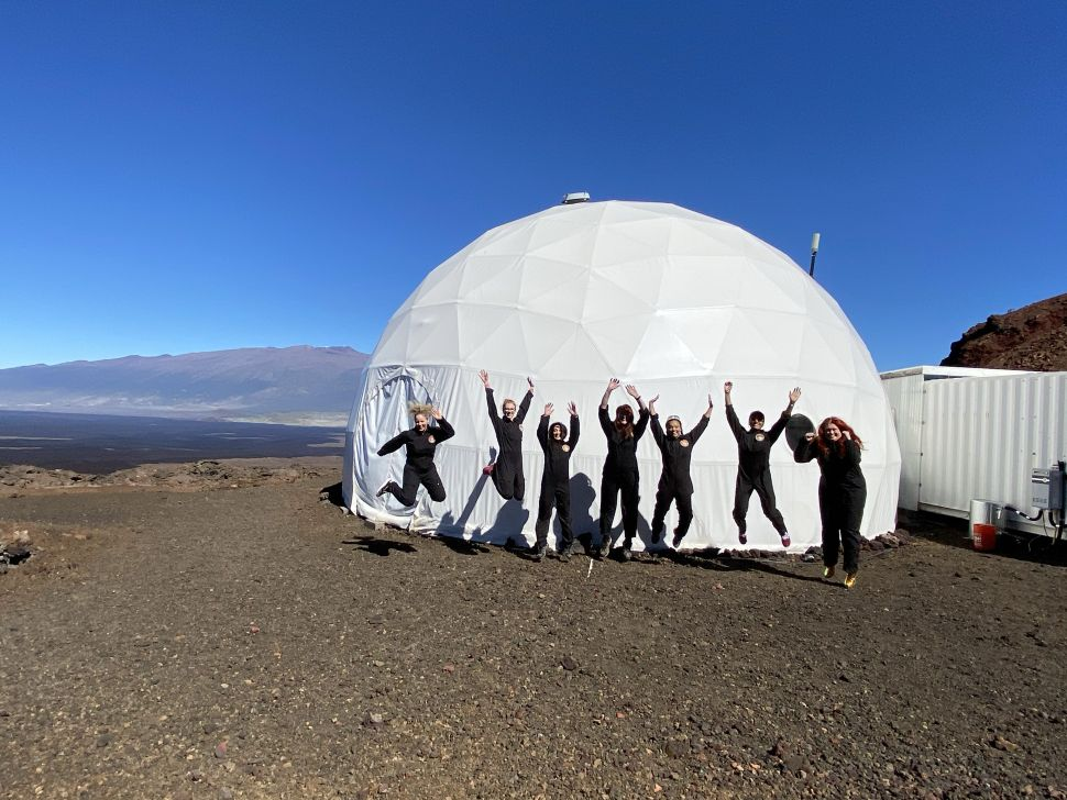 """Exclusively female crew begins historic """"mission to Mars"""" 86"""