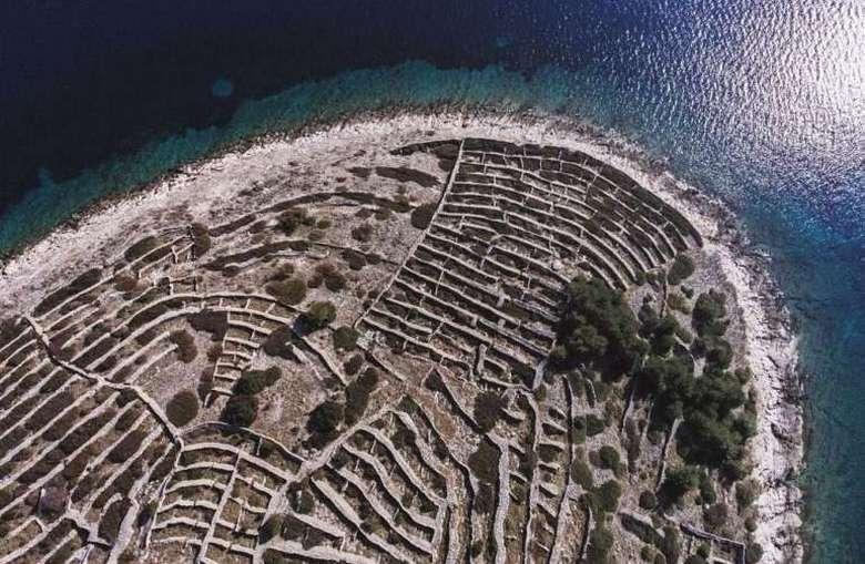 Ballenac - Thumbprint Island 10