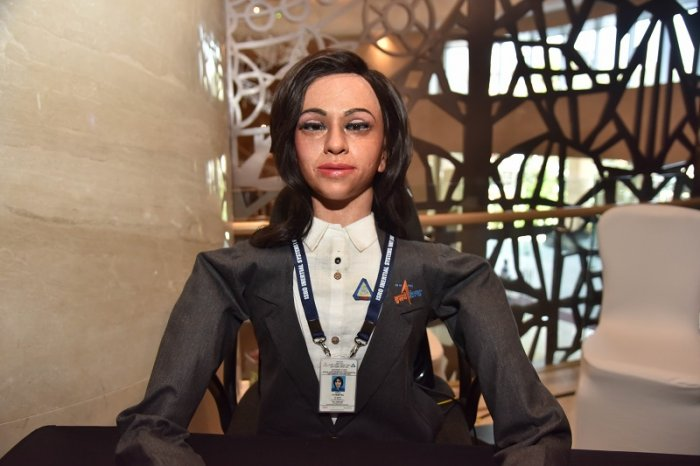 India will send a humanoid female robot into space 2