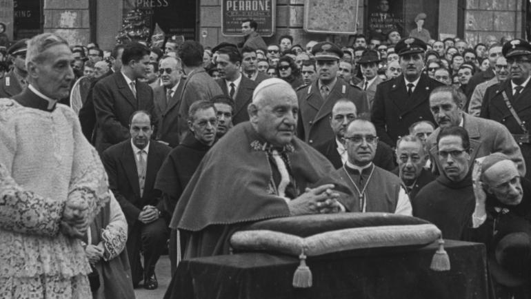 Pope John XXIII's meeting with the alien 1