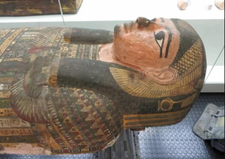 The mystery of the death of a woman mummified 2600 years ago is revealed 19