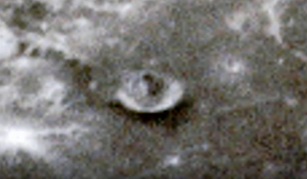 """The LRO space probe photographs a """"mysterious structure"""" on the moon 95"""